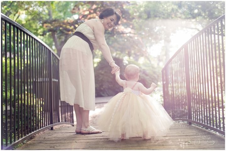 A beautiful mommy and me session at the Grapevine Botanical Gardens on baby